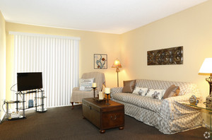 pines-of-wilmington-wilmington-nc-2br-1ba---800sf--living-area2.jpg