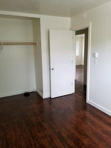 206smallbedroom.jpg