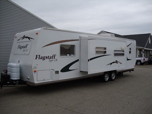 32 foot 2007 Flagstaff Travel Trailer