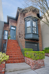 $9,950, 3br, Beautiful Remodeled Gem in Pacific Heights! 2+BD/2.5 Bath 2-Level House with Yard, Hot Tub & Garage