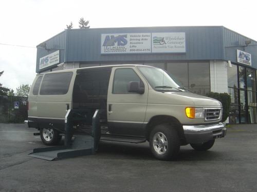 2006 Ford E150 Club Wagon Wheelchair Van