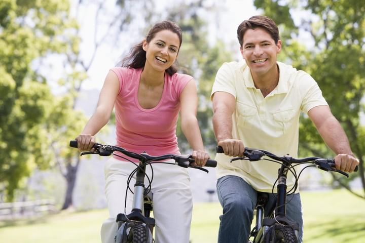 CoupleCycling(X).jpg